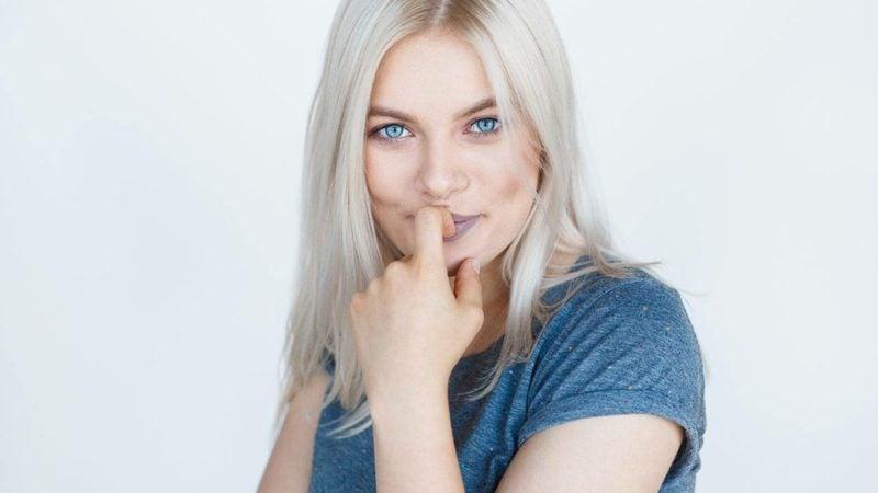Haarfarbe Silberblond hilfreiche Pflegetipps