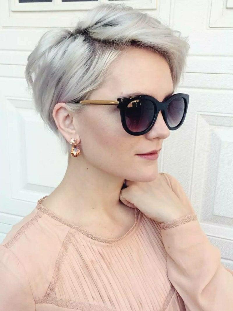 Haarfarbe Silberblond Kurzhaarfrisur originell Sonnenbrillen
