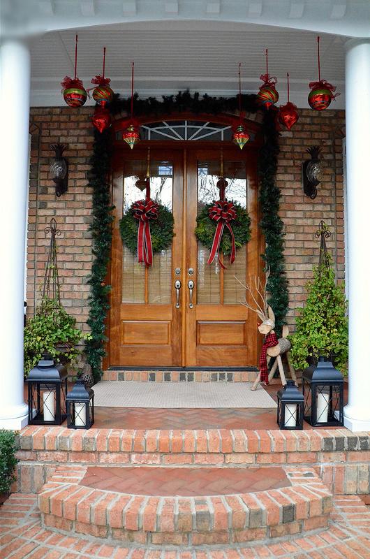Laterne draußen platzieren - wunderschöne Idee für Weihnachtsdeko