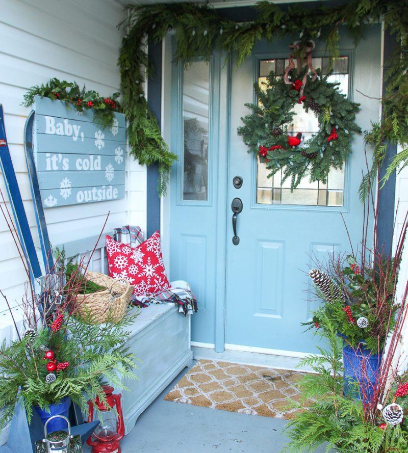 Kleine Veranda für Weihnachten schmucken: die perfekte Weihnachtsdeko draußen besteht aus?