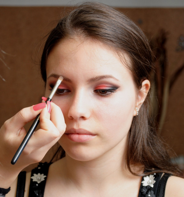 braune Augen schminken Augenbrauen betonen