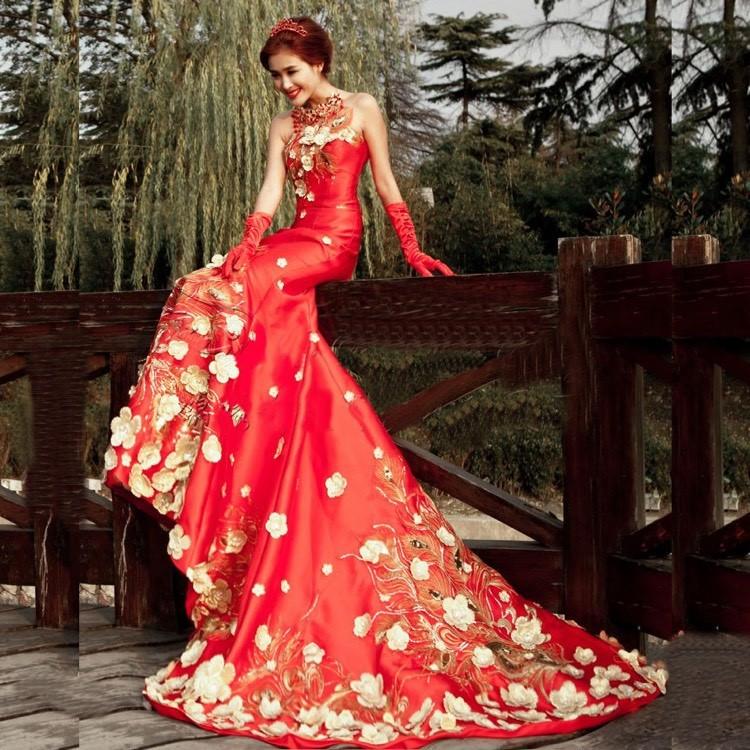 rote Brautkleider weiße Blumen japanischer Stil