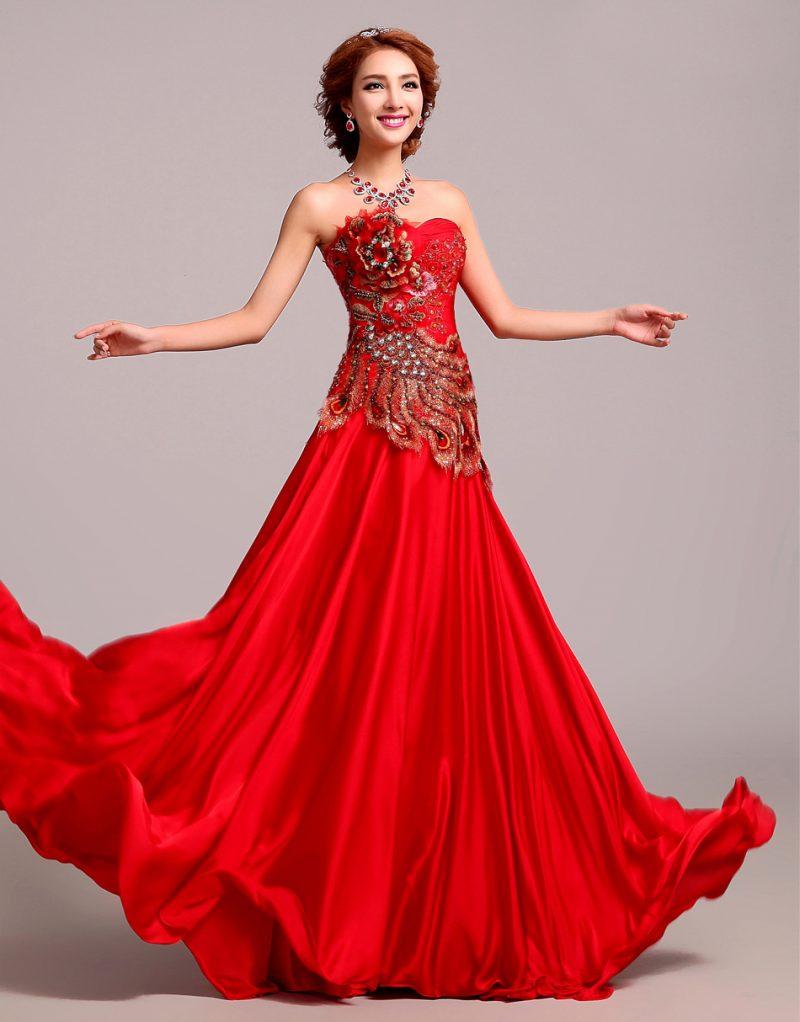rote Brautkleider Oberteil reichlich dekoriert