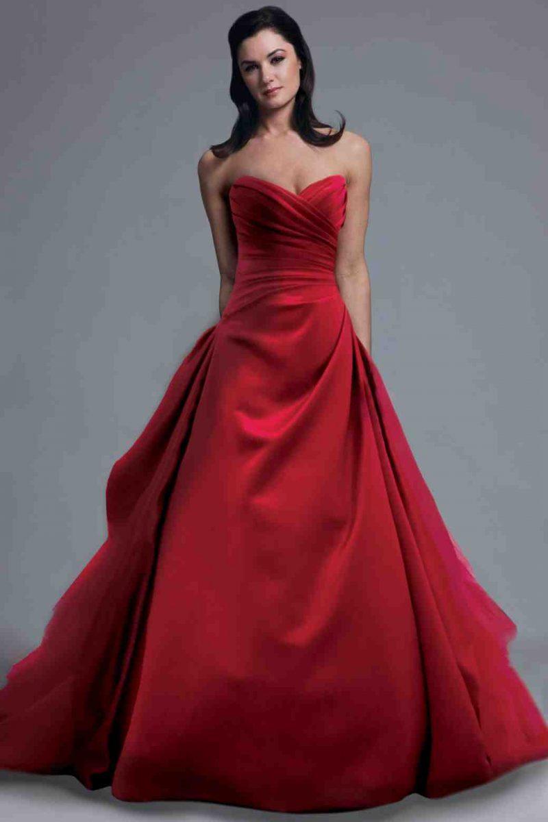rote Brautkleider geradliniges Modell romantischer Look
