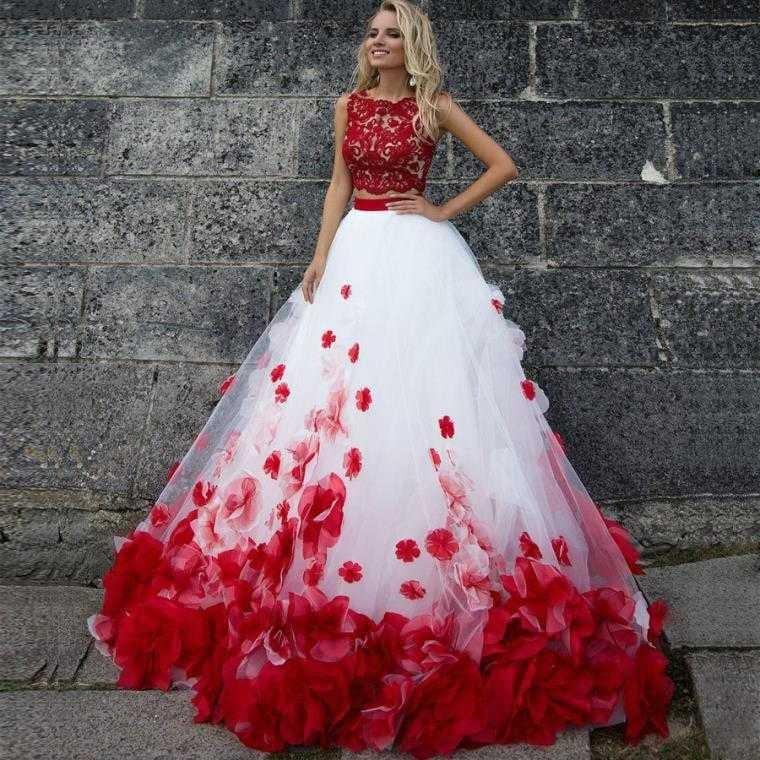 rote Brautkleider Verzierungen rot Blumen