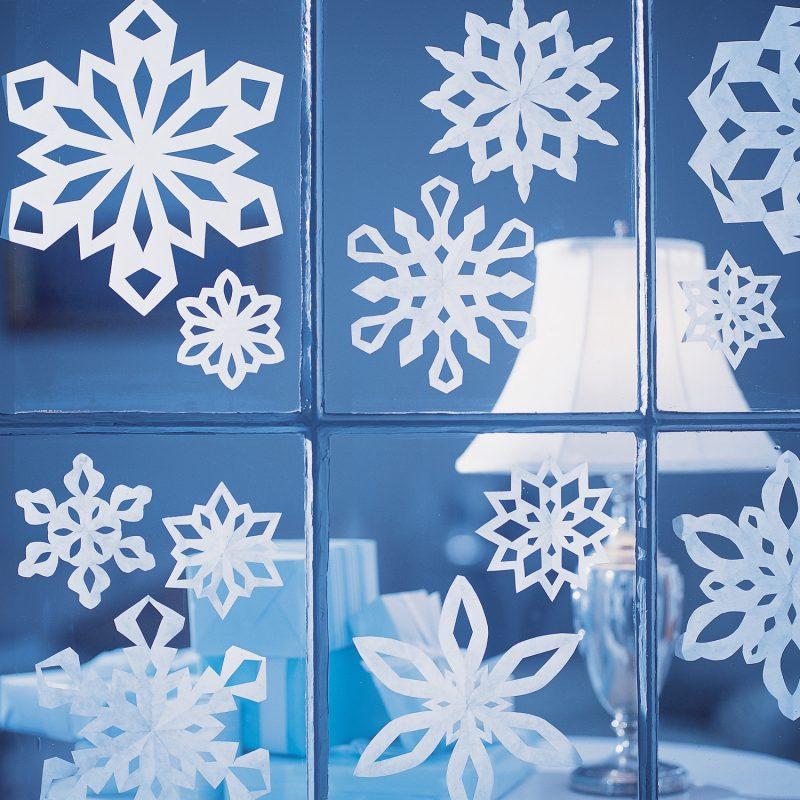 Schneeflocken basteln Fensterbild herrlicher Look
