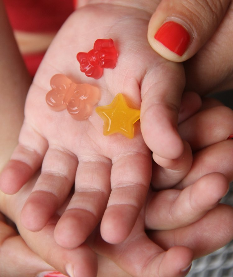 Gummibärchen Torte Fruchtgummi machen mit Kindern