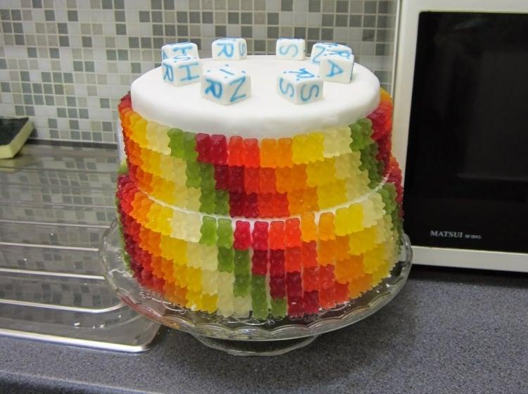 Gummibärchen Torte zwei Stockwerke herrlicher Look Geburtstag