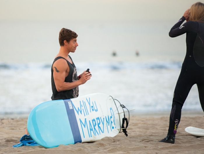 Hochzeitsantrag Surfboard beschriften Ring
