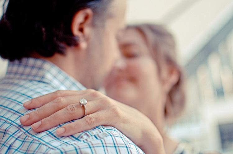 Hochzeitsantrag Ring mit Edelstein