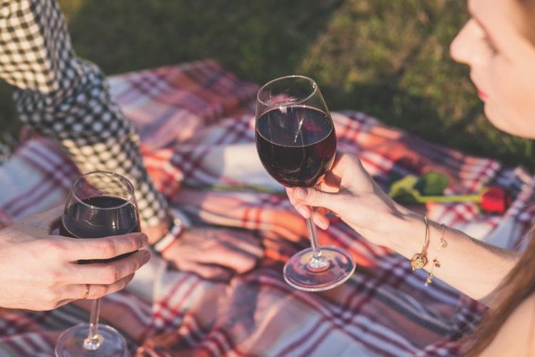Hochzeitsantrag Picknick Wein