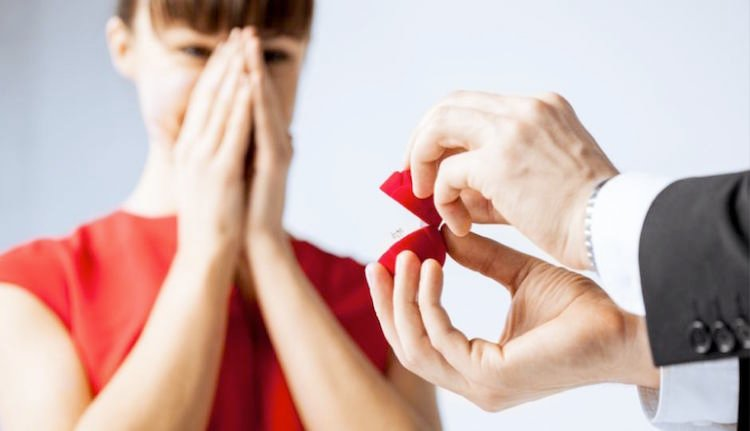 Hochzeitsantrag Verlobungsring auswählen