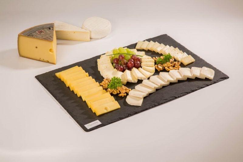 Käseplatte dekorieren und stilvoll anrichten Tipps