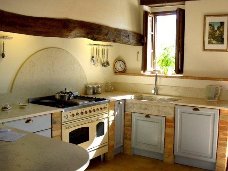 Küche streichen Hellgelb Holz