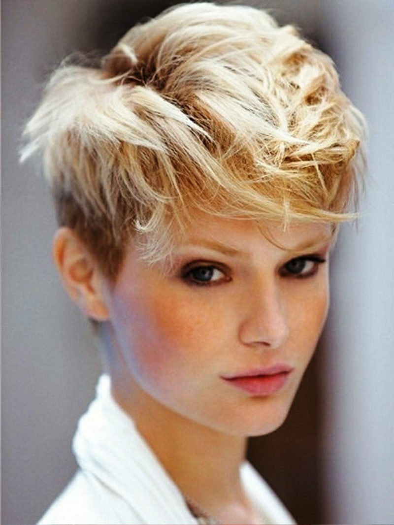 freche Kurzhaarfrisuren Pompadour Haare Oberkopf zerzaust