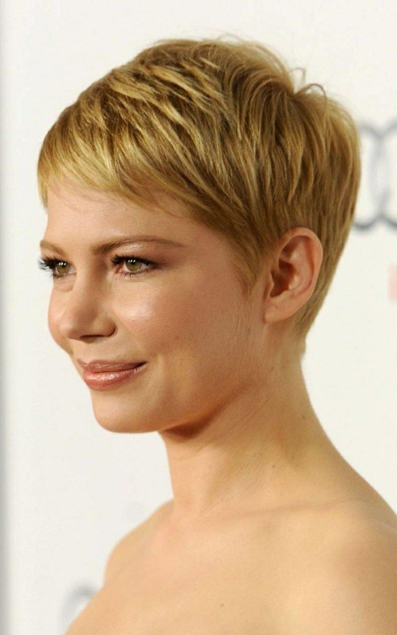 freche Kurzhaarfrisuren sehr kurz blondes Haar