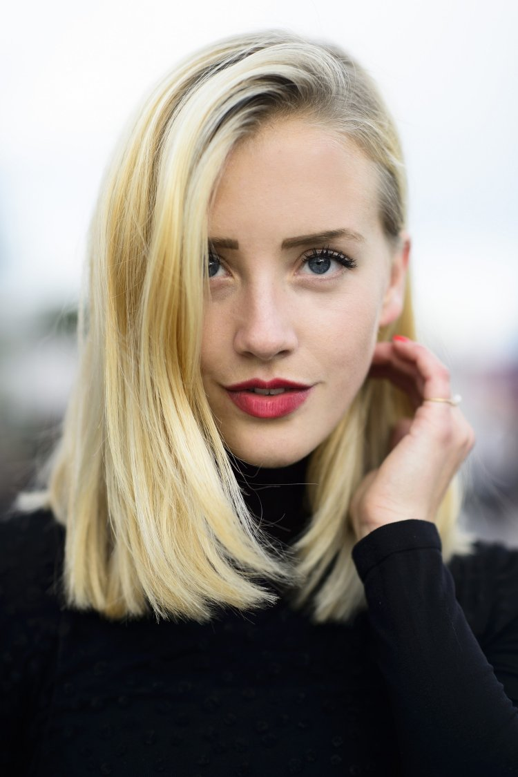 Seitenscheitel richtig stylen Long Bob blonde Haare