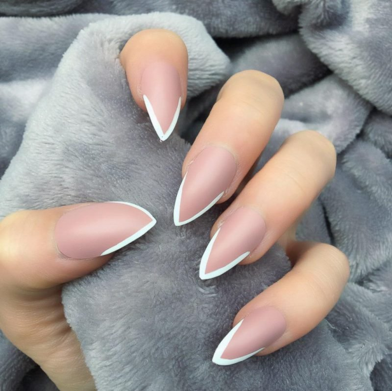 Stiletto Nails Spitzen weiß origineller Look