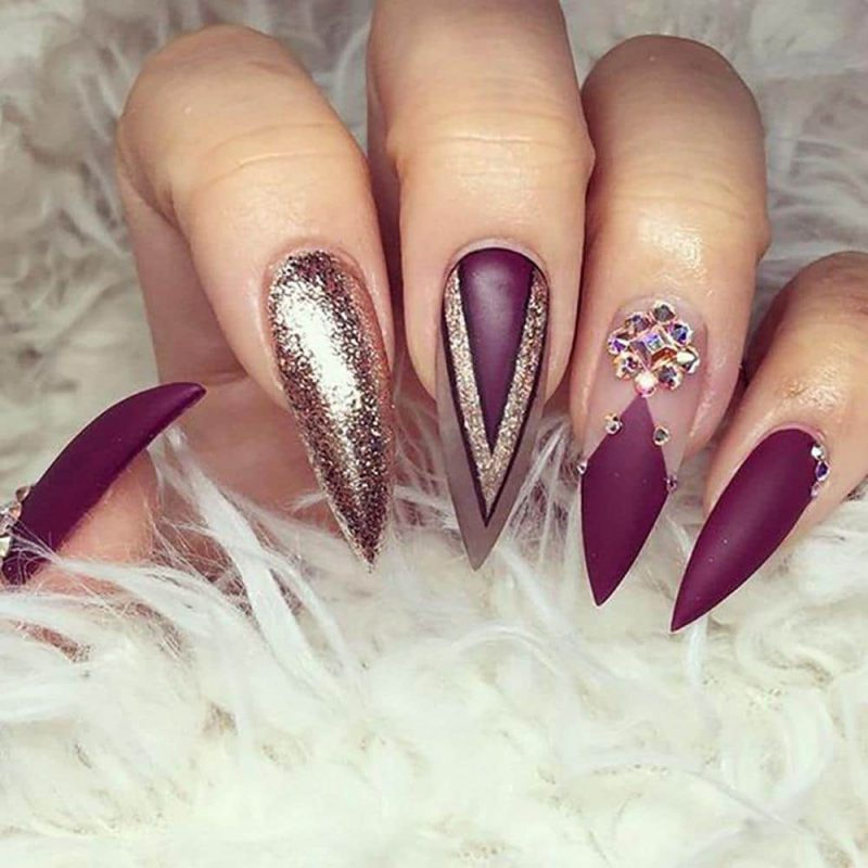 Stiletto Nails Golden Violett