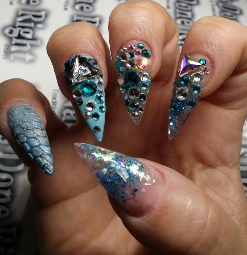 Stiletto Nails prachtvoll dekoriert Strasssteine