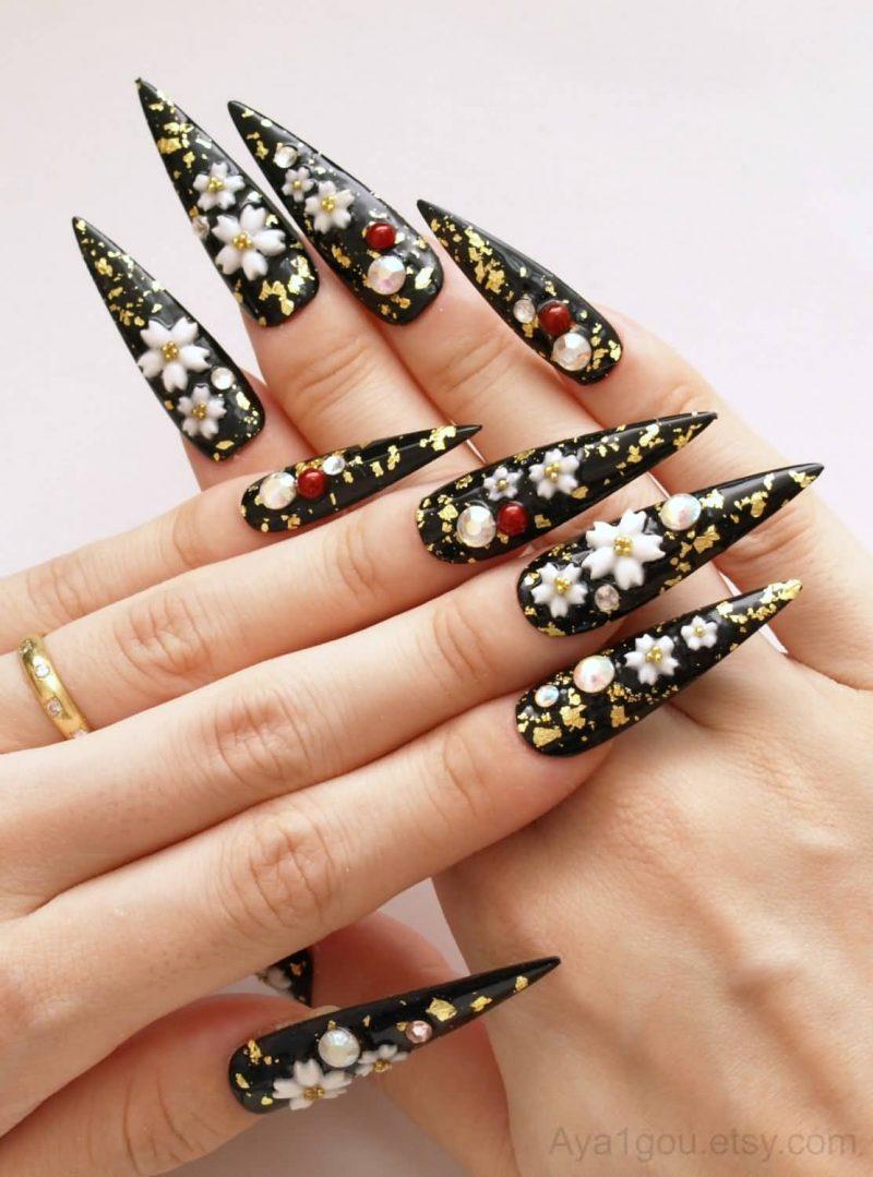 Stiletto Nails sehr lang spitz schwarz Blumen