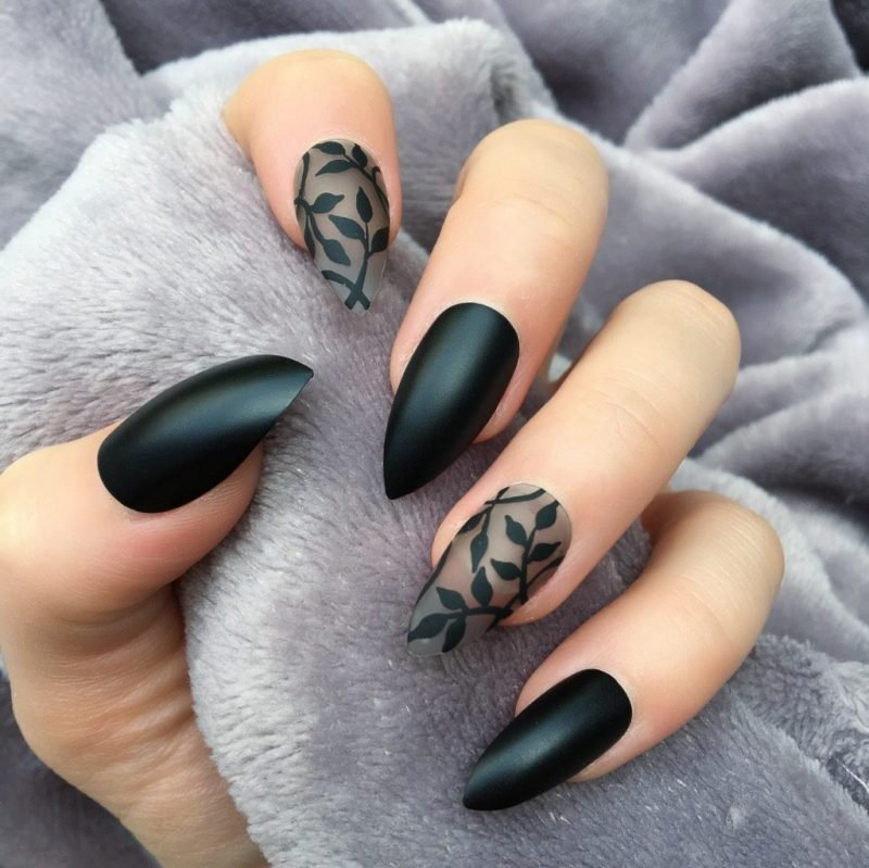 Stiletto Nails schwarz durchsichtige Ornamente originell
