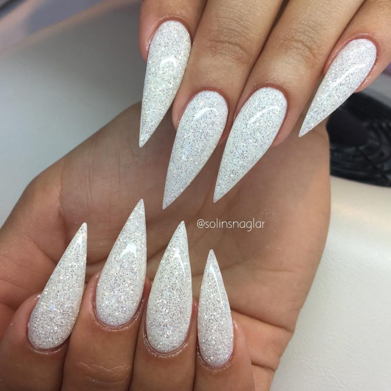 Stiletto Nails wei´lang sehr spitz