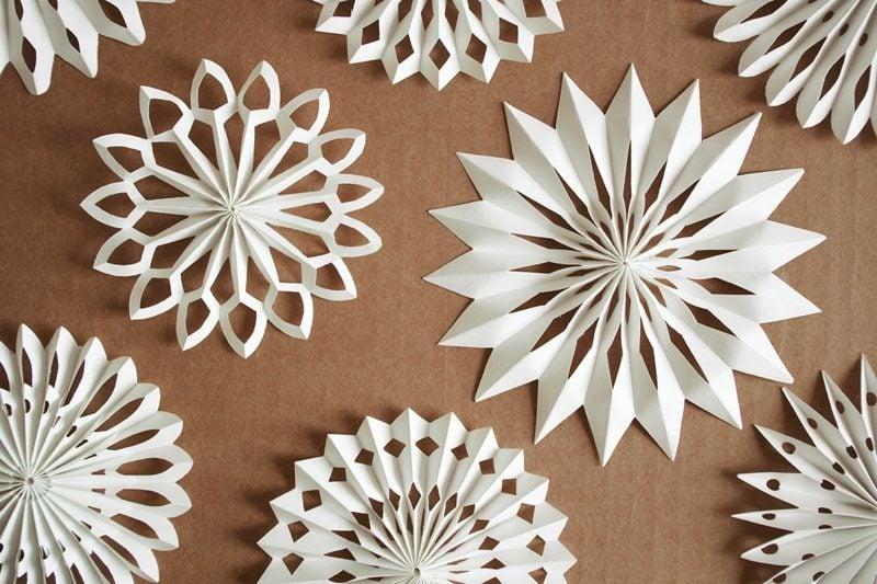 Schneeflocken basteln Papier herrlicher Look