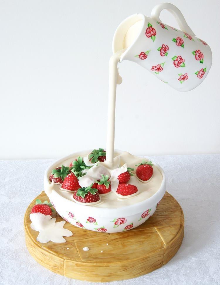 Gravity Cake Erdbeerschale Milch kleines Kunstwerk