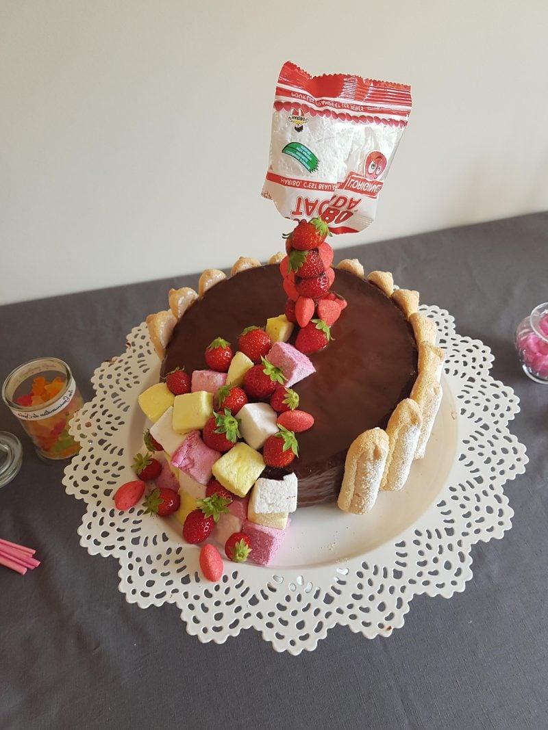 Gravity Cake Süßigkeiten Erdbeeren