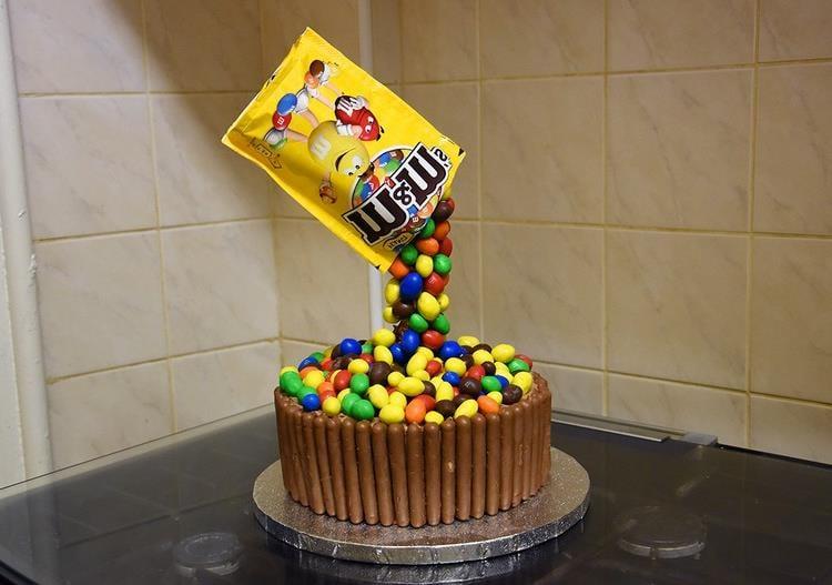Gravity Cake M&Ms Tüte