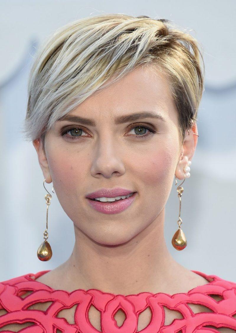 Seitenscheitel richtig stylen Scarlett Johansson