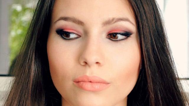 braune Augen schminken korallenfarbene Lidschatten