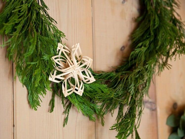 Strohsterne basteln Deko Weihnachtskranz