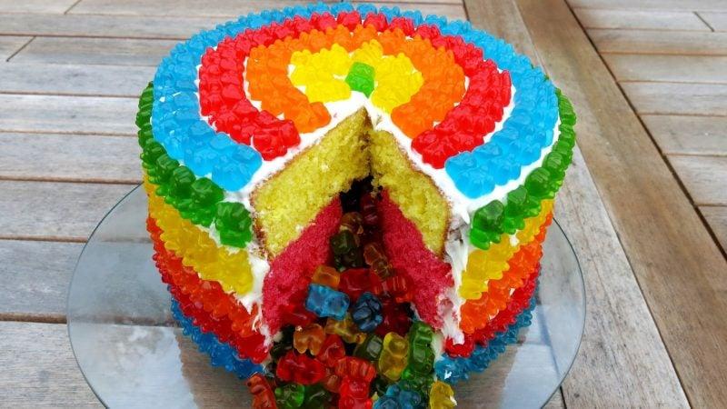 Gummibärchen Torte Regenbogenfarben