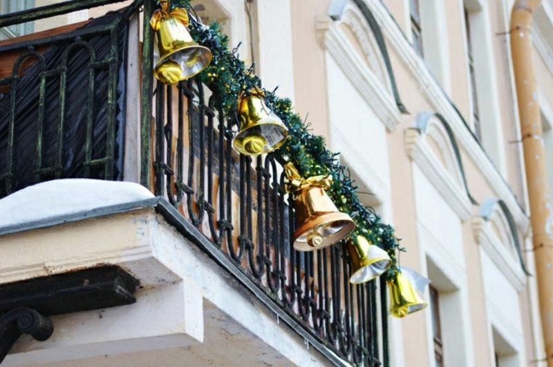 Weihnachtsdeko drauβen Balkon Glocken