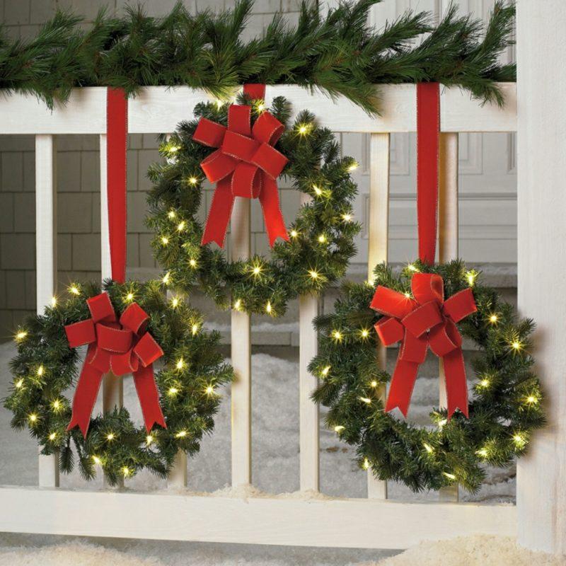 Weihnachtsdeko drauβen Kränze DIY dekorativ