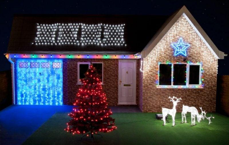Weihnachtsdeko drauβen Beleuchtung Hausfassage Garage