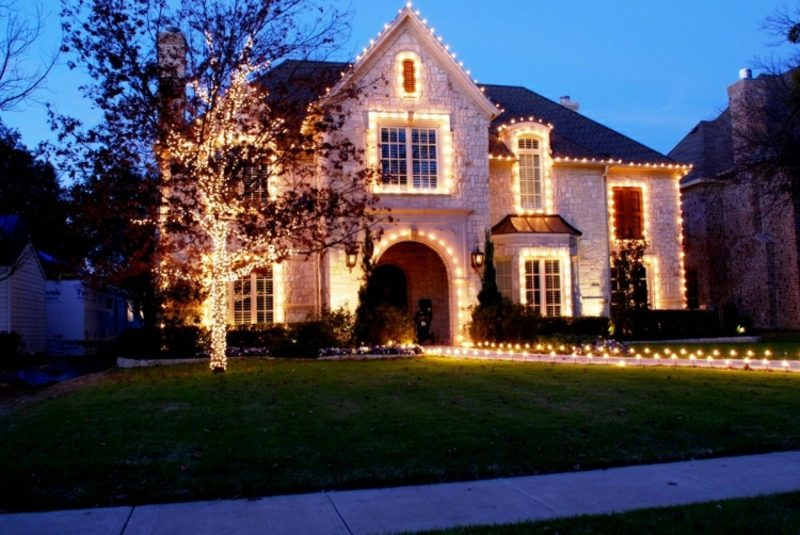 Weihnachtsdeko drauβen Beleuchtung festlicher Look