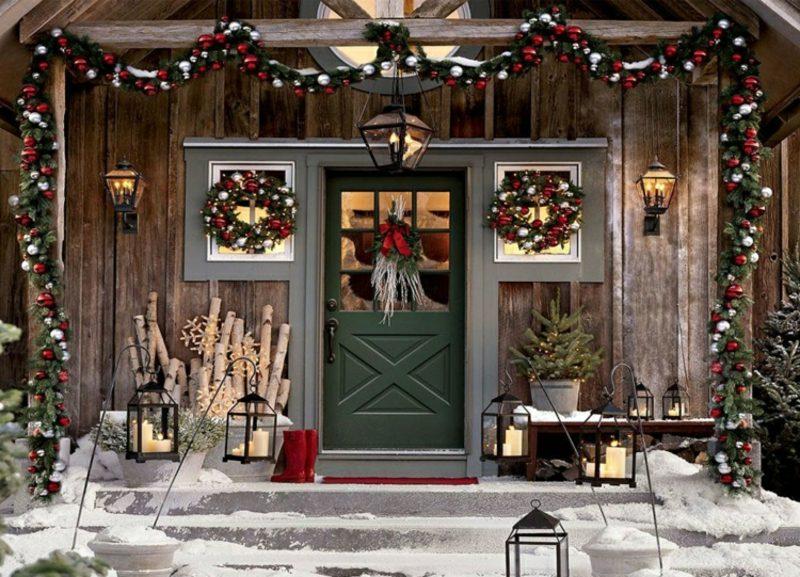 Weihnachtsdeko drauβen Kränze Girlanden Laternen