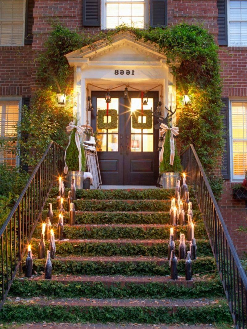 Weihnachtsdeko drauβen Hauseingang Weinflaschen Kerzen