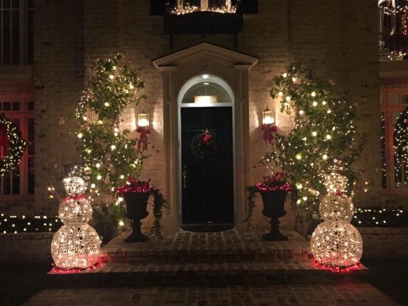Weihnachtsdeko drauβen Hauseingang Lichtfiguren Schneemänner