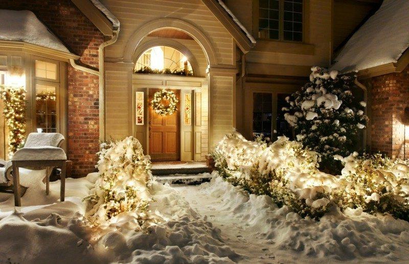 Weihnachtsdeko drauβen Türkranz Leuchten