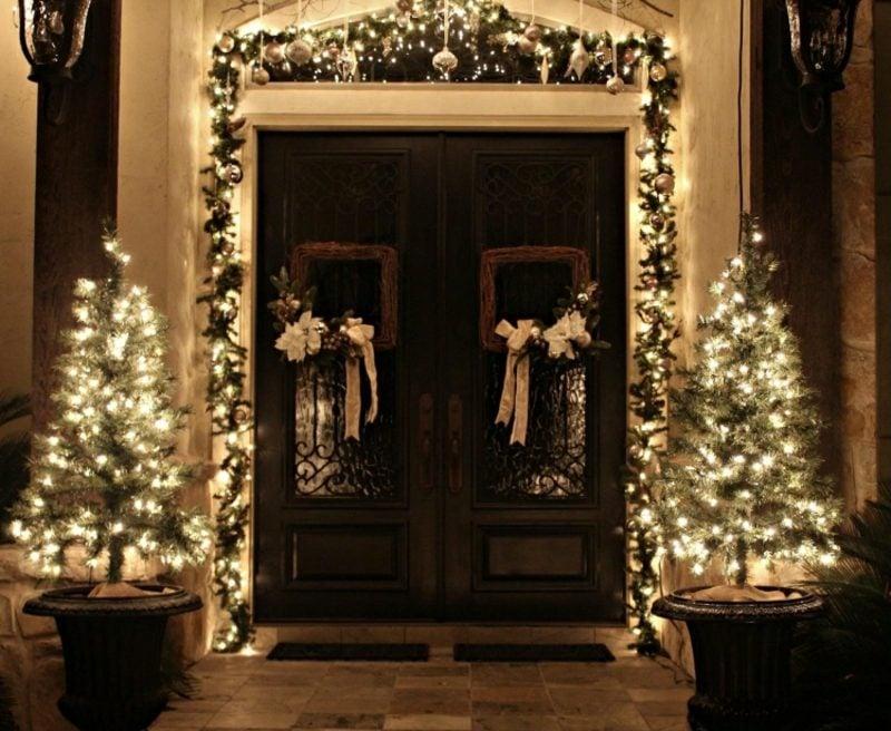 Weihnachtsdeko drauβen Lichterketten Mini-Weihnachtsbäume Hauseingang