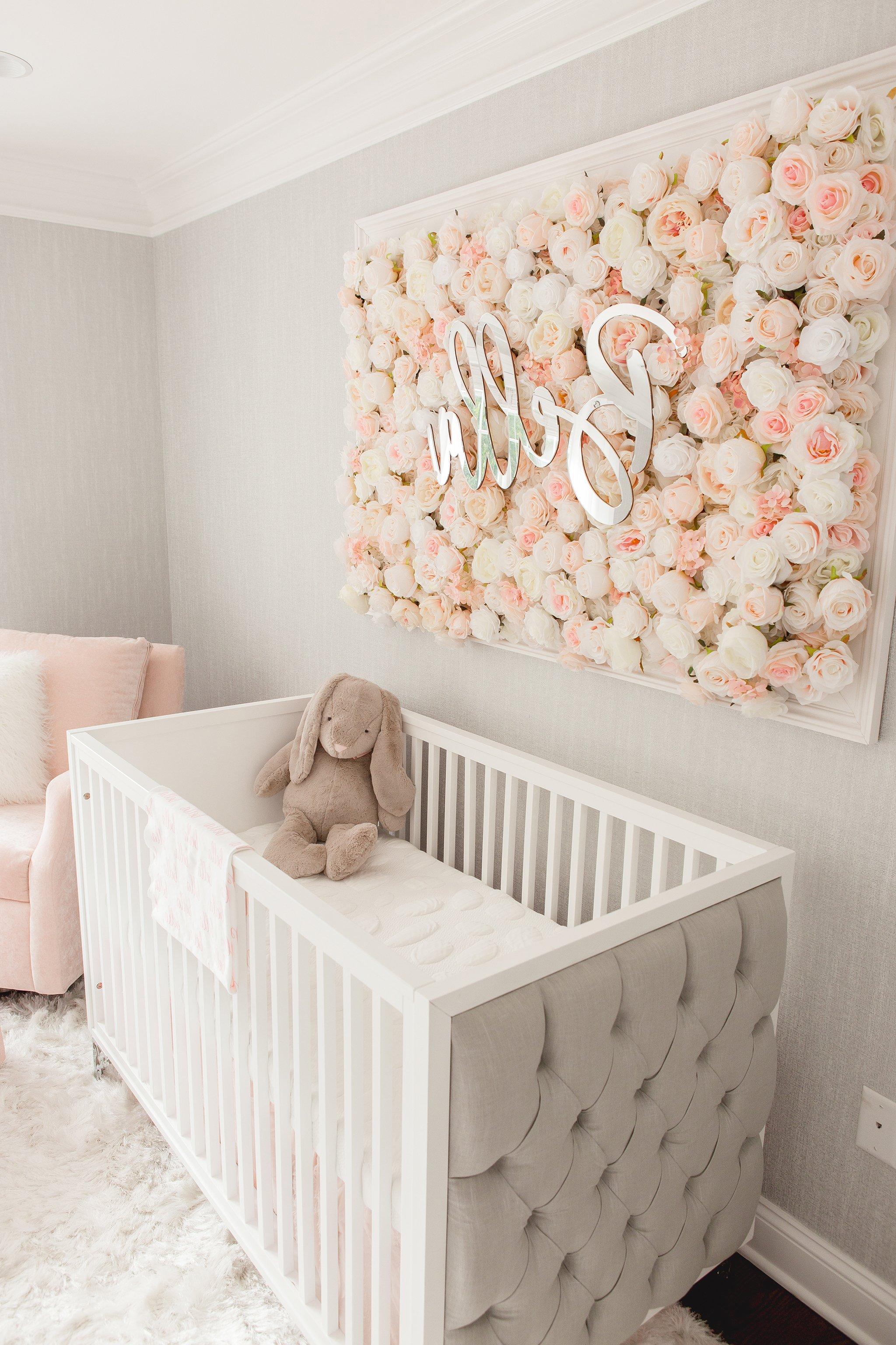 Babyzimmer Mädchen - Wandgestaltung mit Blumen