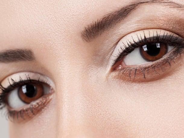 braune Augen schminken Lidschatten Nude Lidstrich