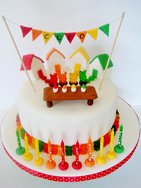 Gummibärchen Torte eindrucksvolle Deko Kindergeburtstag