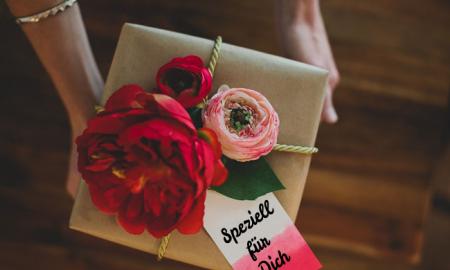 Die nötigen Zutaten, damit Sie kreativ die Geschenke einpacken, sind Ihre eigenen Hände, eine Preise Liebe und das Rezept, das im Beitrag ist