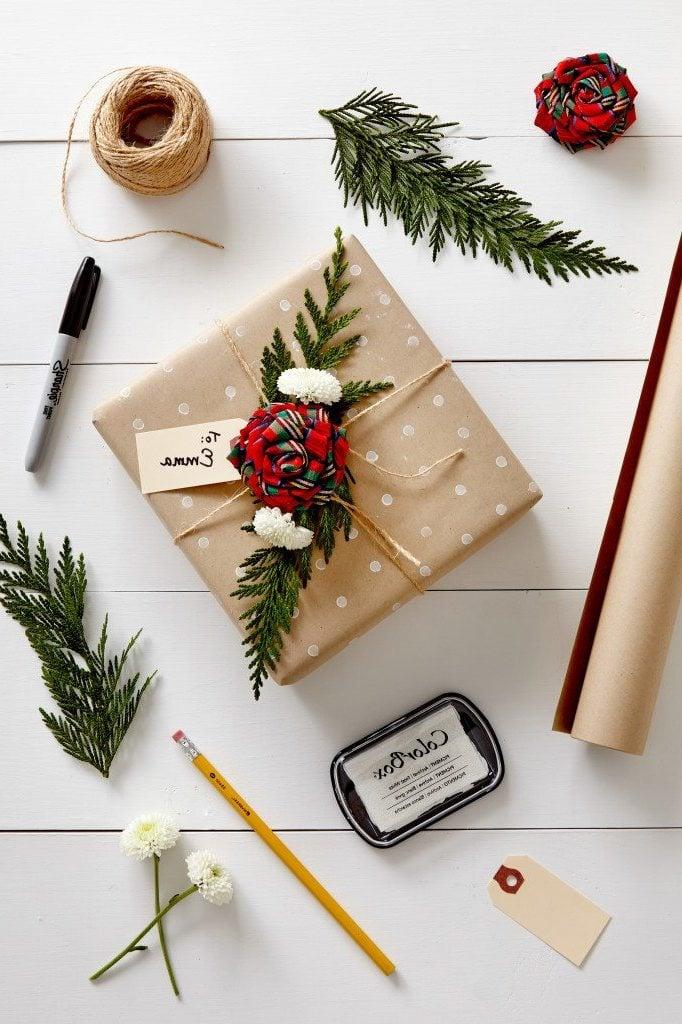 Geschenke einpacken: Anleitung für die weihnachtlichen Geschenke