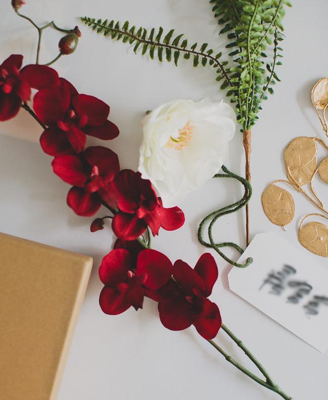Mit Blumen die Geschenke richtig einpacken